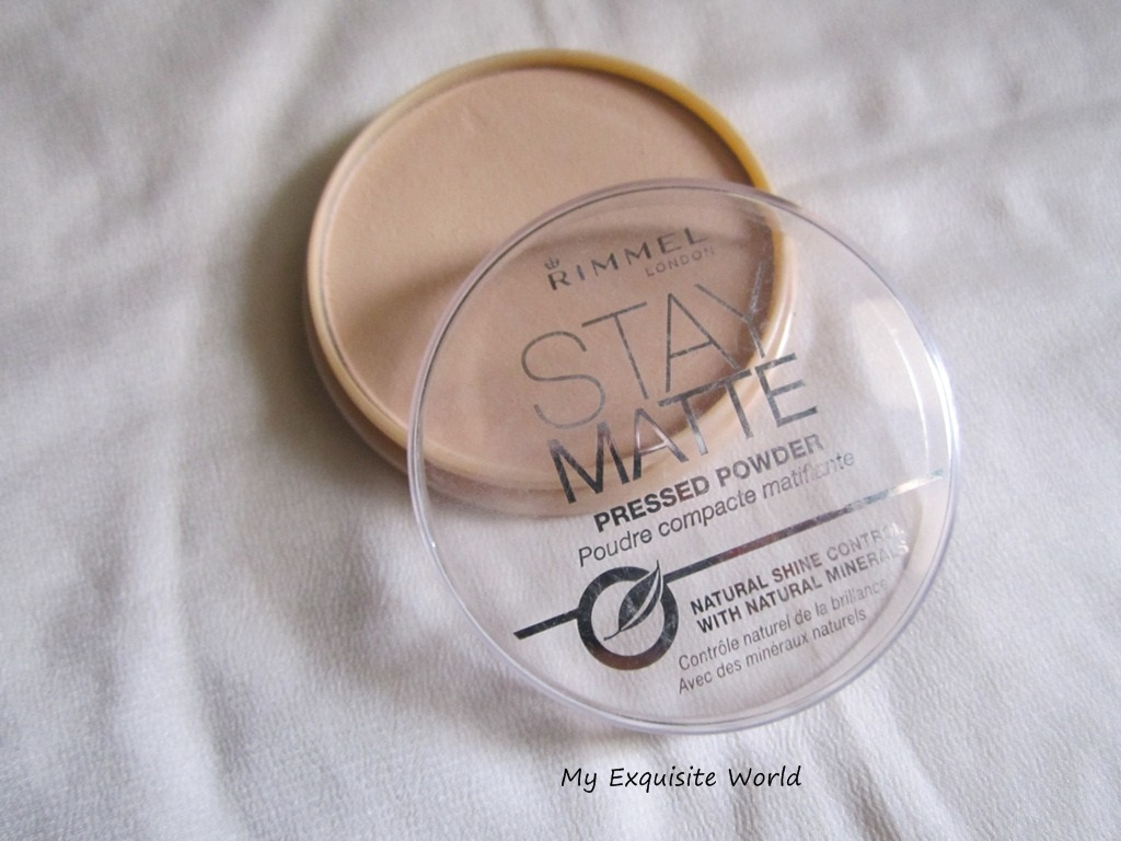 Rimmel Stay Matte Pressed Powder 005 Silky Beige Review Swatches London Packaging Comes In A Wheat Gold Color Flat Pan With Transparent Lid It Doesnt Mirror Or Sponge