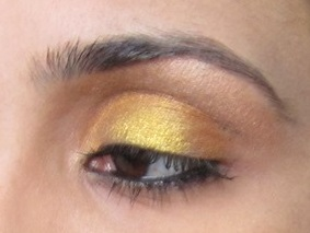 see how the yellow shade looks metallic..<3 <3