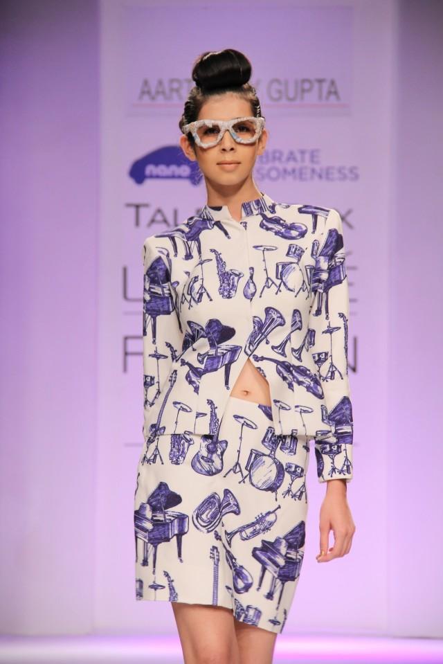 Models showcasing Aarti Vijay gupta's collection at LFW Winter Festive 2013 (1)