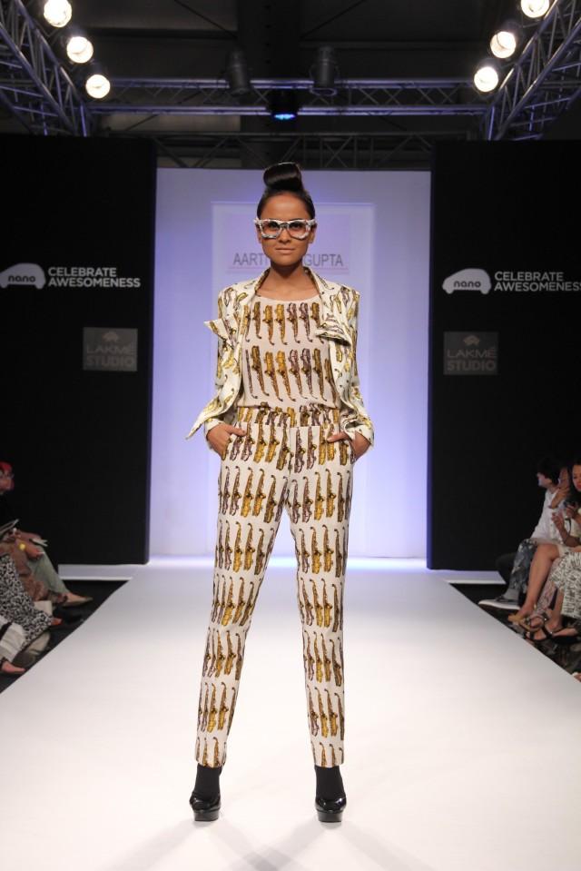 Models showcasing Aarti Vijay Gupta's collection at LFW Winter Festive 2013 (3)