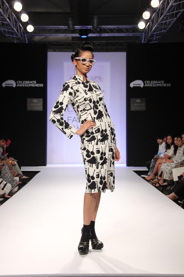 Models showcasing Aarti Vijay Gupta's collection at LFW Winter Festive 2013 (6)